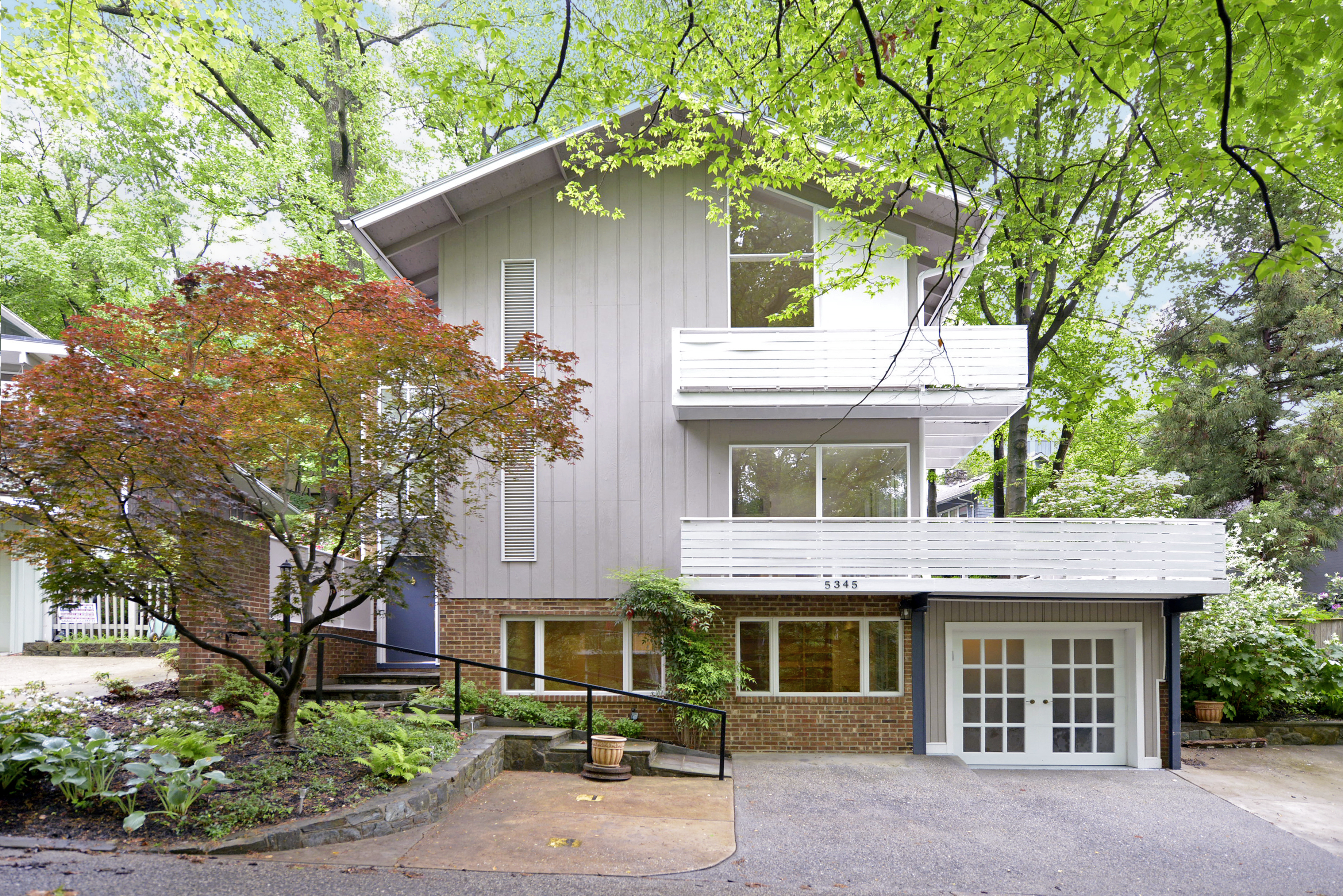 mid century modern oasis in the palisades kent bccdc real estate 4 bedrooms 3 1 2 baths renovated kitchen open to family room with fireplace wrap around porch with views of the lush green garden